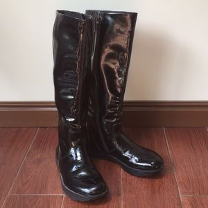 Earth elite 2 black vegan patent boots Sz 7.5 b